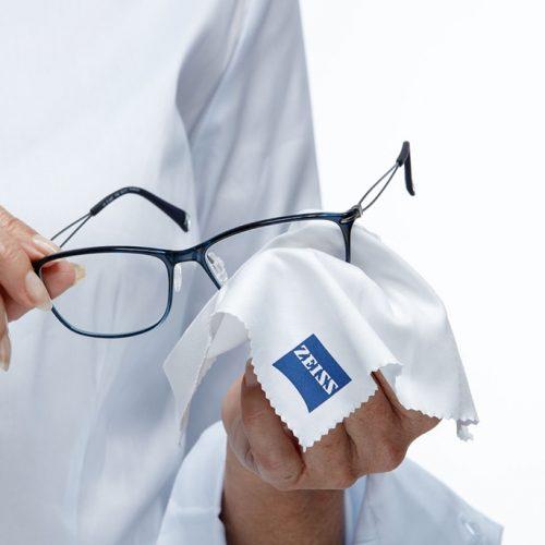 ZEISS správne čistenie okuliarov
